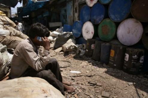 slum-mobile-phone