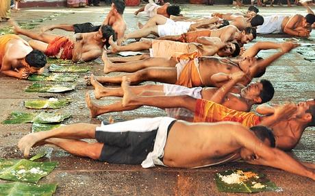 दक्षिण के कुछ मन्दिरों में अभी मडई स्नान की परम्परा है जिसमें ब्राह्मणों की जुठन पर नीची जाति के लोगो को लोट लगानी होती है