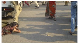 2015-03-25-Delhi-lathicharge-4